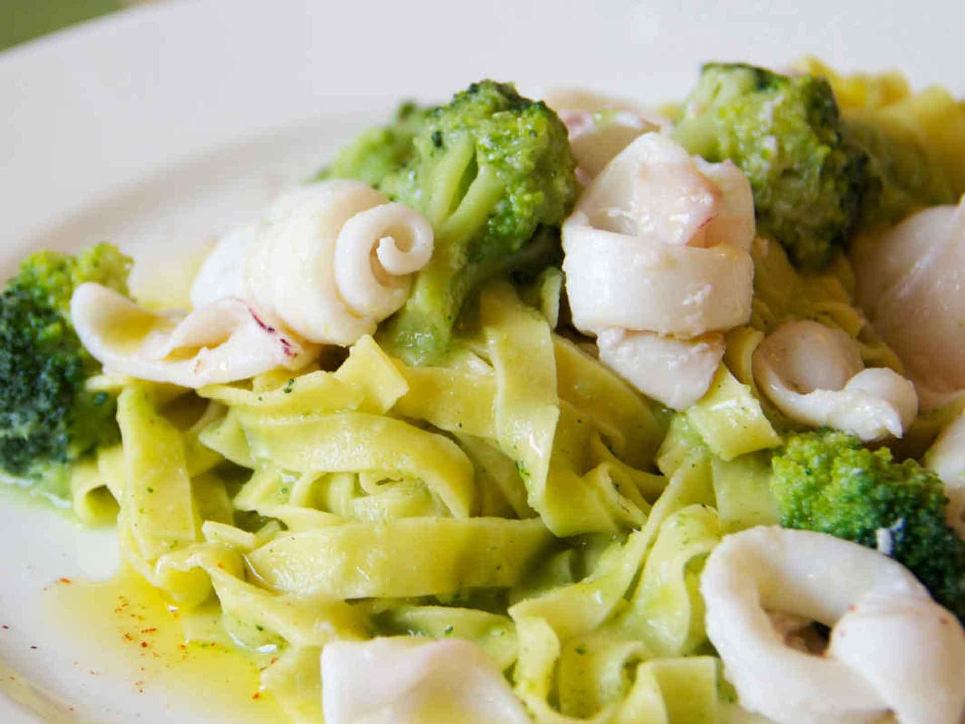 Chitarrine con seppie e broccoli